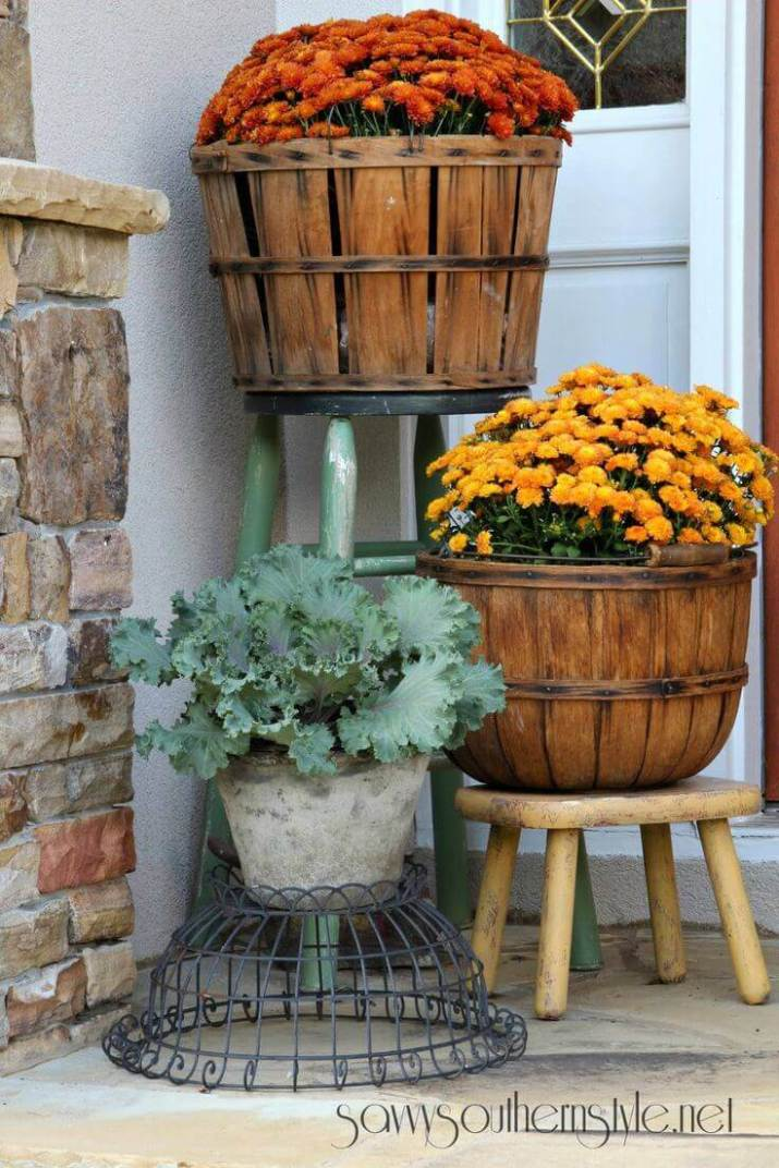 Inspiring flower pots at front door that will add personality to your home.