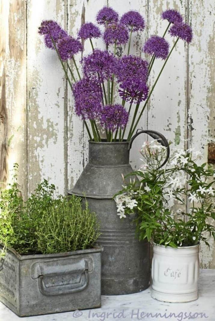 Inspiring front door flower pot ideas that will add personality to your home.