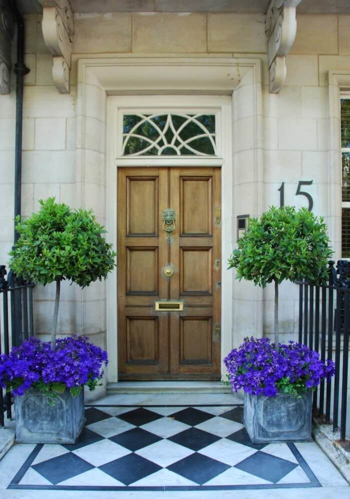 Beautiful front door flower pot ideas that will make your space look professionally designed.