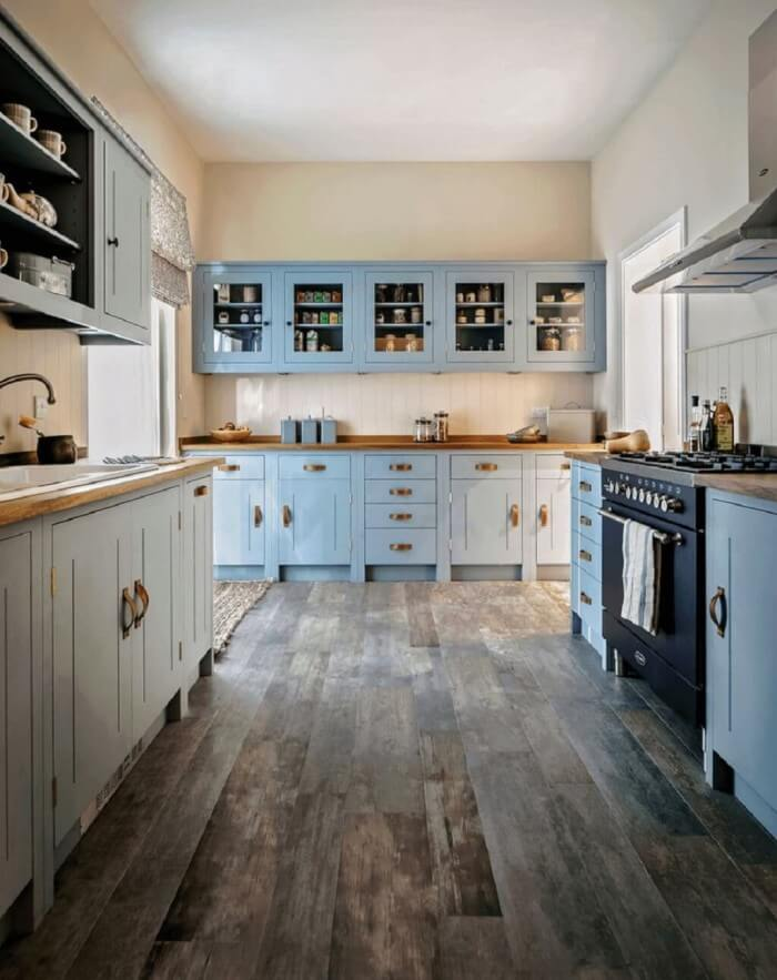 Country Kitchens Design: Cozy and Chic farmhouse kitchen dark cabinets for fixer upper style + industrial flare to get inspired now!