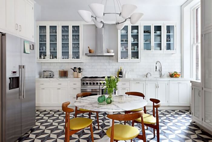 Fresh trending inspiration: new kitchen floor – everything you need to know for redecorating your kitchen.