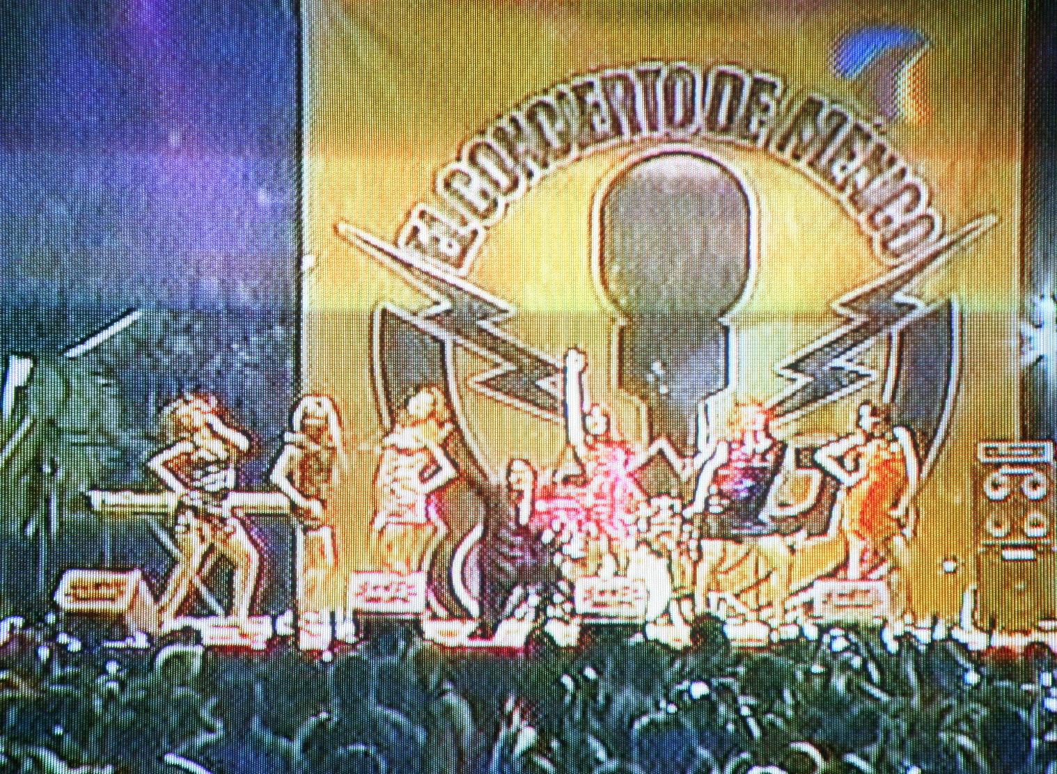 El primer concierto de los acadèmicos fuera del foro y la casa, fuè realizado por la radio Exa en la ciudad de Puebla.  En la imàgen vemos a Fabiola al extremo izquierdo.