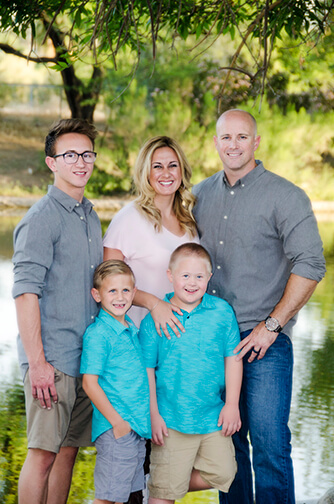 Tempe Photographer Photographs Family and Senior Portraits Together
