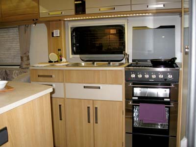 Coachman-VIP-kitchen