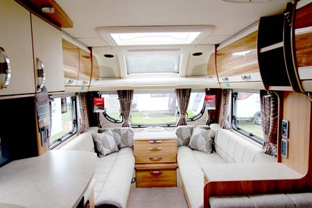 Swift Conqueror 530 caravan Lounge