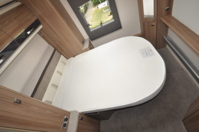 Swift Elegance Grande 635 drop down bed