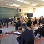 長成中学校地域ふれあい講座でギター教室
