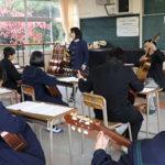 下関市立長成中学校地域ふれ合い講座でギター教室