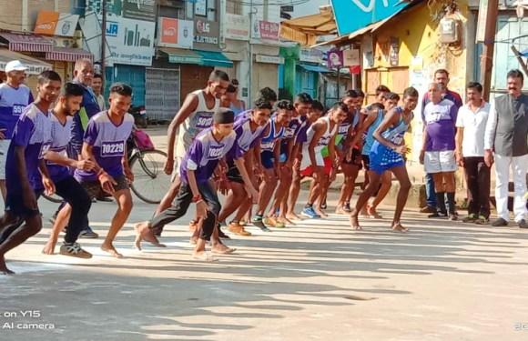 'राष्ट्रीय खेल दिवस' पर हुआ मैराथन दौड़ का आयोजन, प्रतिभागियों को मैडल पहनाकर विधायक ने किया सम्मान