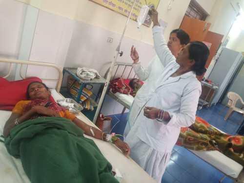 कवाली ग्राम में लांदा पीने से 13 लोग हुए बीमार, मौके पर पंहुची मेडिकल टीम