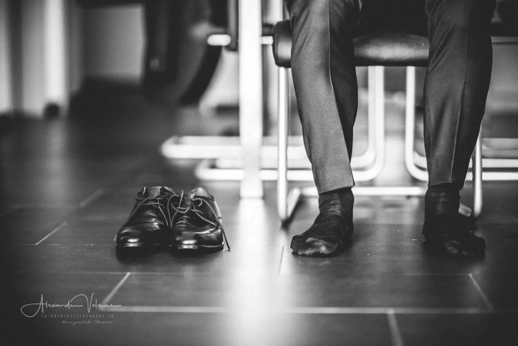 Schuhe Anziehen Bräutigam in Lenzburg
