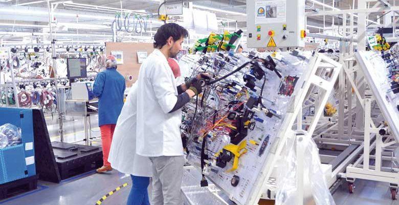 مطلوب أكتر من 270 عامل وعاملة للعمل في مصنع لصناعة السيارات بعدة مدن