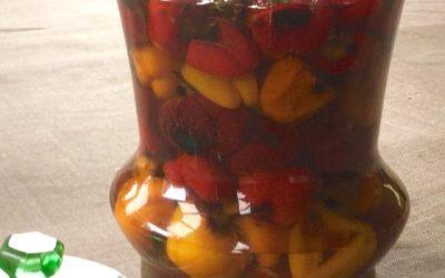 Conserve de petits poivrons en anti-pasti