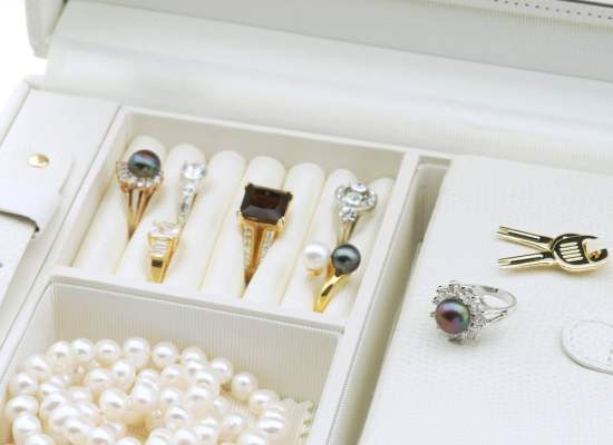 how to store jewelry collection