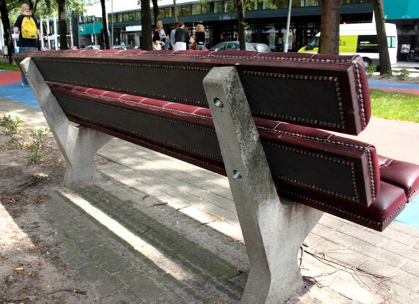chesterfield_bench_by_Joost_Goudriaan_back