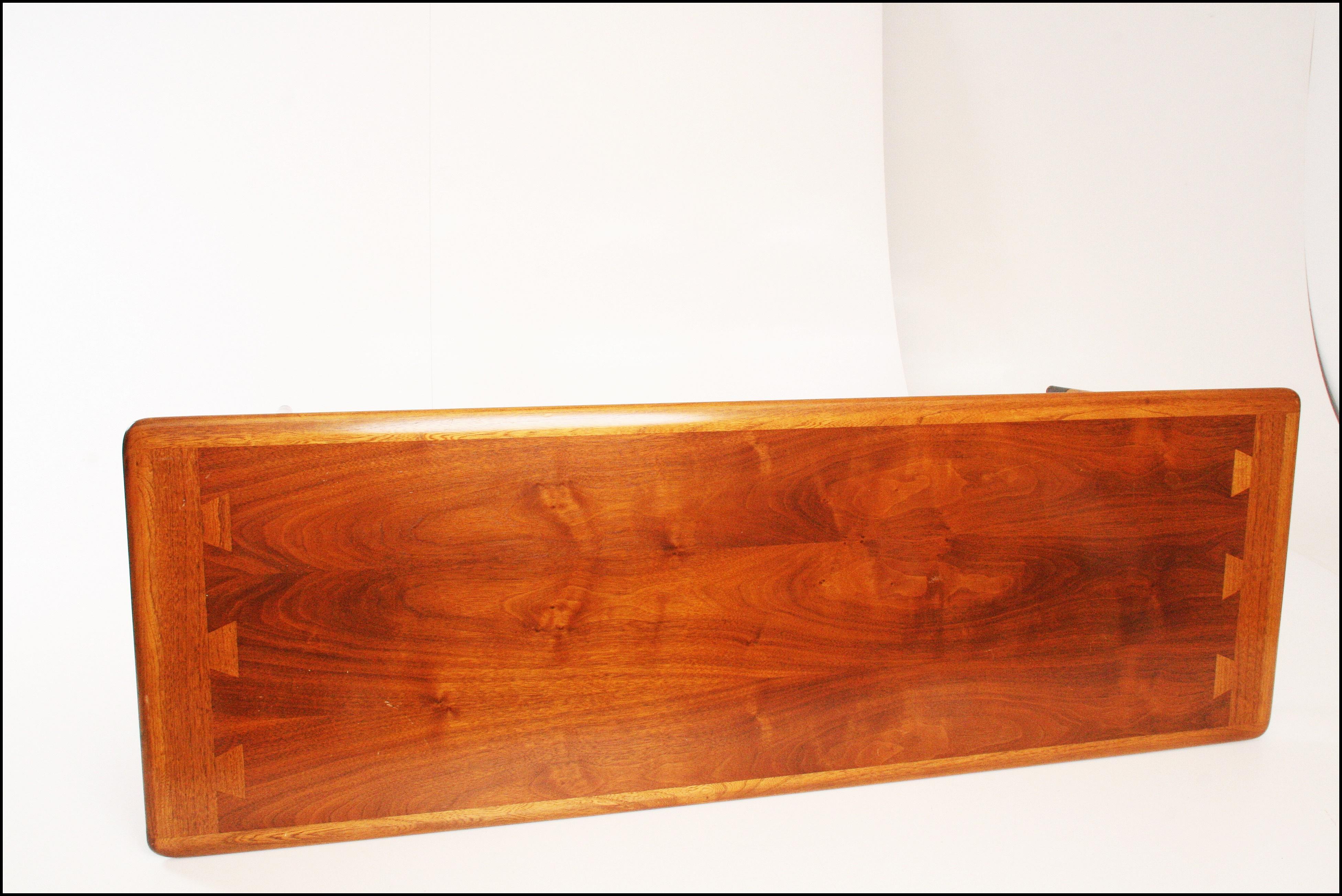 Lane Coffee Table 900 01