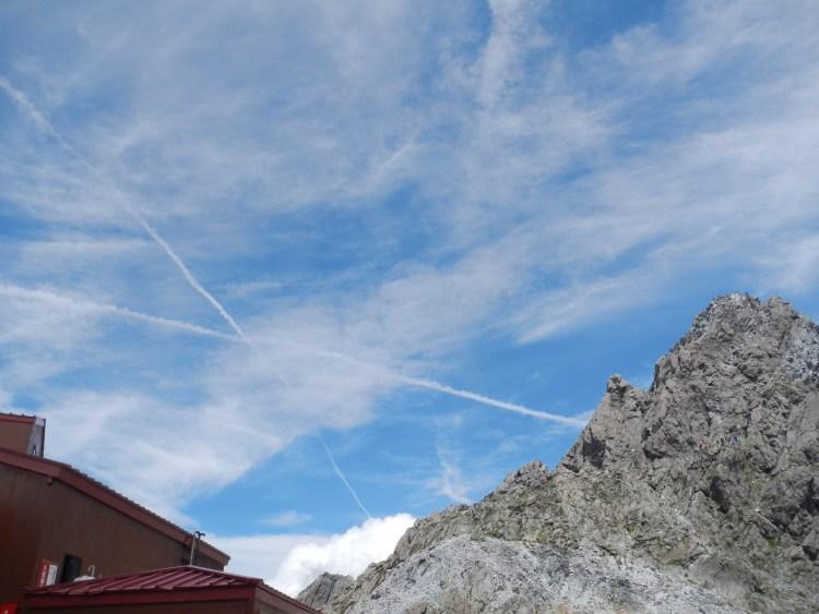 ヒコーキ雲のバツ印