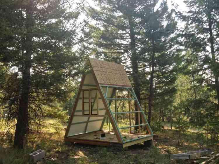 foto de chalé de madeira barato em construção
