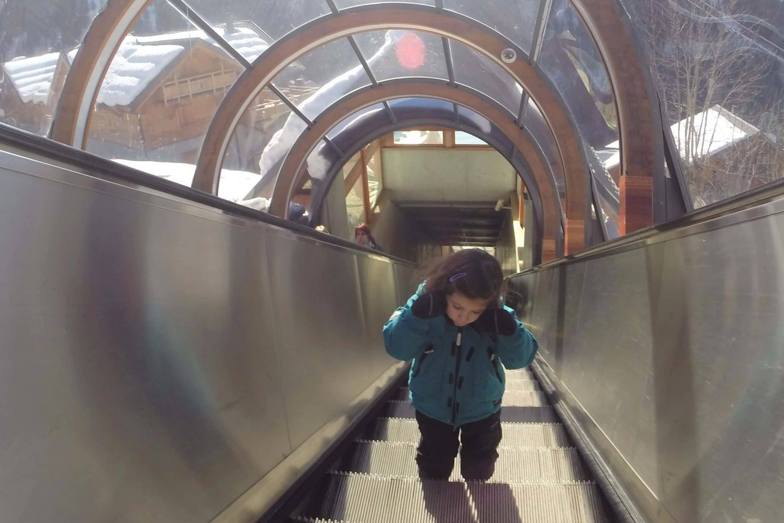 circulation piétonne à Vaujany . escalators