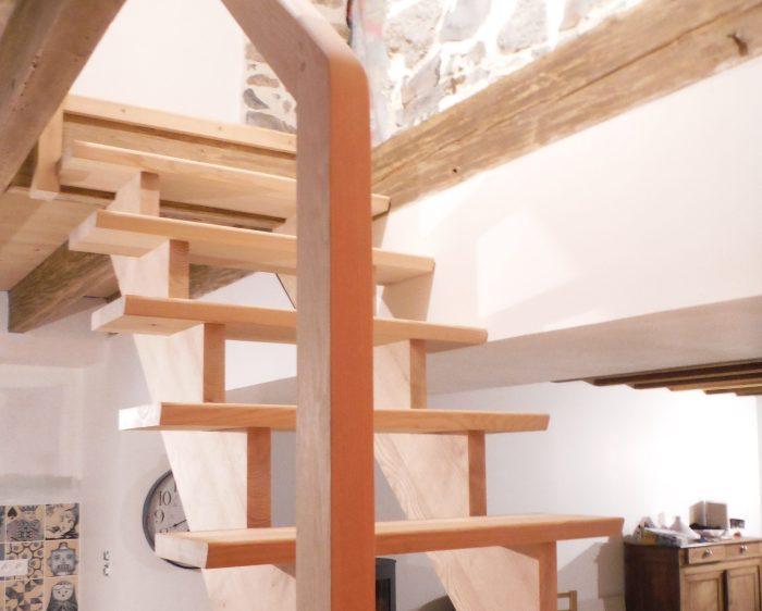Escalier en orme sur crémaillère