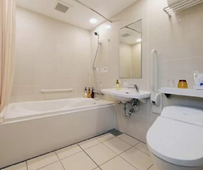 京王プレッソイン東京駅八重洲のユニバーサルツインのバスルーム