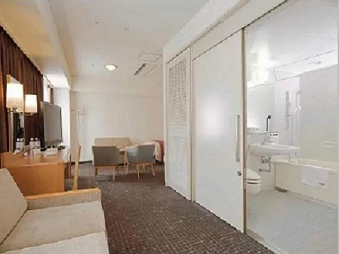 東京ベイ有明ワシントンホテルのユニバーサルルーム(バスルーム入り口)
