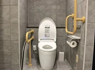 【箱根小涌園 天悠】ユニバーサルデザインルームのトイレ