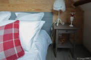 La chambre Lot : table de nuit.