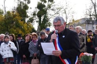 Monsieur le Maire lit son discours.