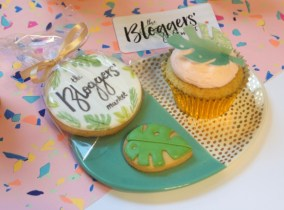 cupcakes and cookies by afternoon crumbs, for the bloggers' market #3 Photo credit Champagnetwist.wordpress.com