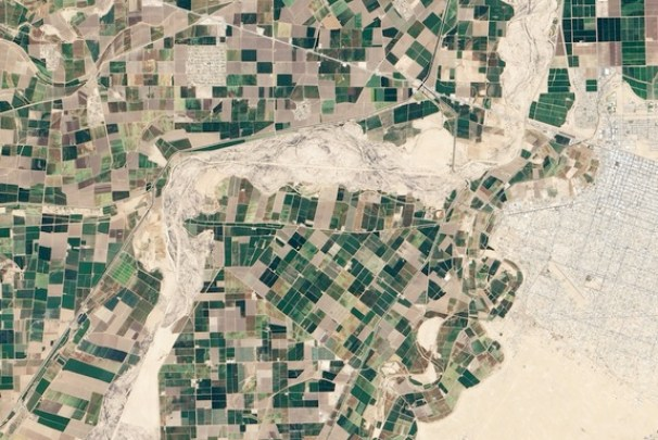 Before: An April 2013 view shows the dry river shell in northern Mexico. Credit: NASA Earth Observatory image by Robert Simmon, using Landsat 8 data from the U.S. Geological Survey