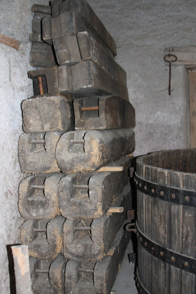 The top lengths of wood are pressing blocks for stacking atop the apples. Photo: PK Read
