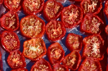 Sliced Tomatoes With Lemon Caper Sauce