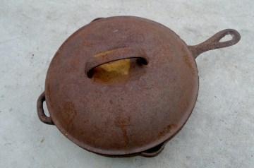 Cornmeal Molasses Skillet Rolls