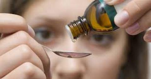 Khi bạn nhỏ một lượng tinh dầu từ ống nhỏ giọt mà thấy tốc độ nhỏ giọt trôi chậm. Thì đó là tinh dầu chất lượng tốt, là tinh dầu nguyên chất.
