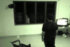 【怖い】監視カメラに映った本物の 幽霊