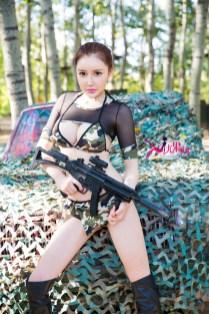 nu-quan-nhan-chan-dai-nguc-tron-mac-ran-ri-manh (22)