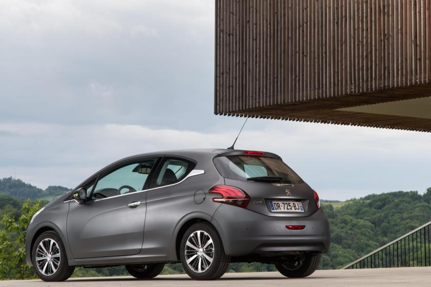 The Peugeot 208 is a top chic French supermini!