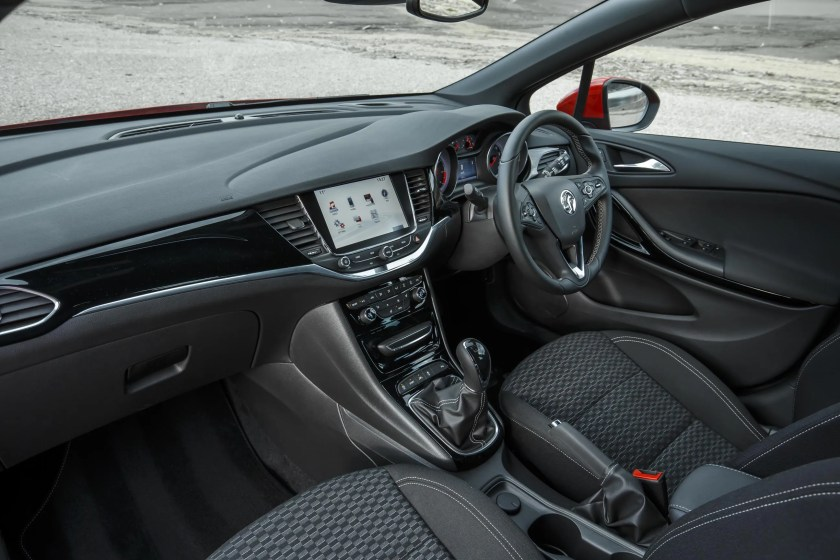 The interior of the 2015 Opel Astra
