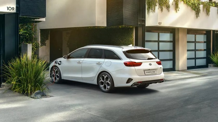 Ceed SW PHEV offers buyer a lower CO2 emitting vehicle and the ability to drive on electric power alone