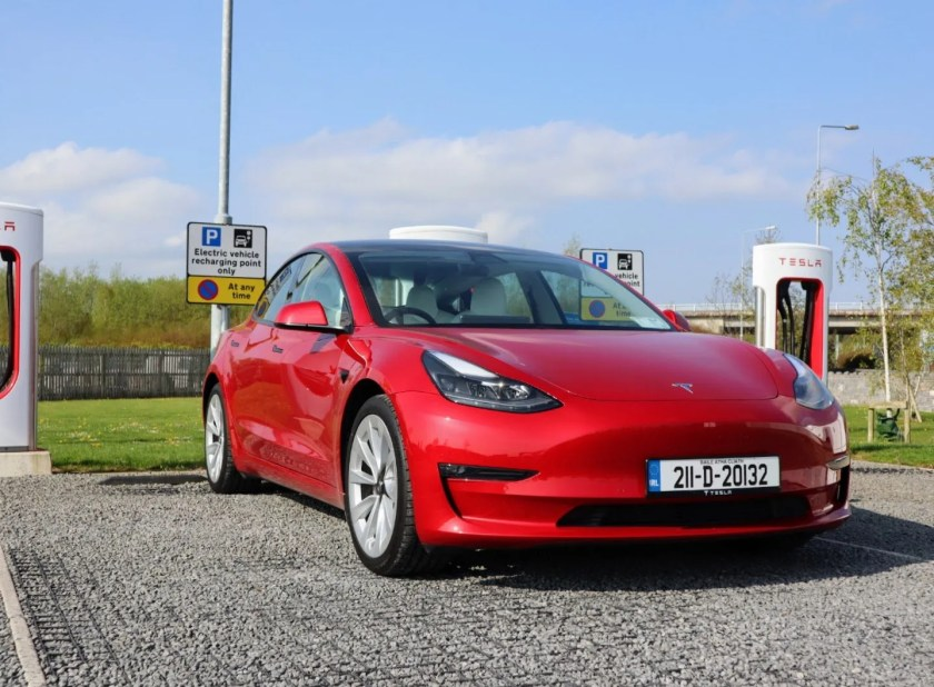 The Tesla Model 3 on test for Changing Lanes!