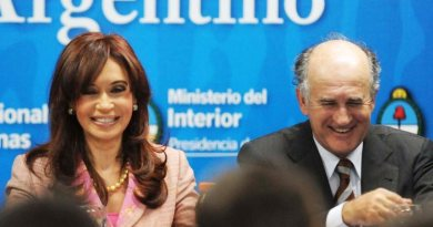 La enmienda Parrilli para controlar a los medios renovó las tensiones en Casa Rosada