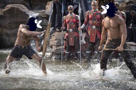Deux beaux gosses se battent dans l'eau torse nu devant le regard des amazons, qui comptent les poings, ramées de leur pique et prêtes à abattre celui qui ne respecte pas les règles