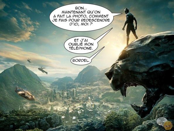 le héros Black Panther dans sa tenue noire et moulanteregarde une ville ultra technologique depuis la tête de la sculpture géante de la panthère. Il se demande comment il va faire pour descendre de là maintenant que la photo a été prise.