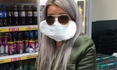 Forgotten women carrying masks will work with a hygiene pad