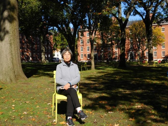 坐在哈佛校园