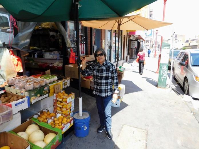 费城中国城的水果摊。