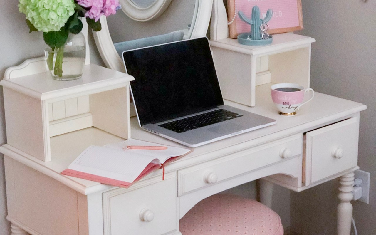 5 Ways to Liven Up a Boring Workspace   Chaos and Coffee