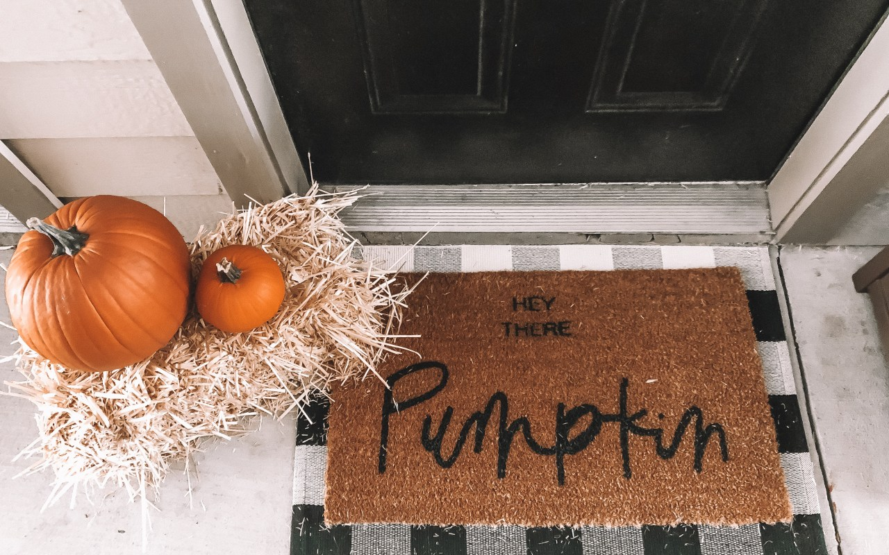 How I Decorated My Apartment for Fall | Chaos and Coffee
