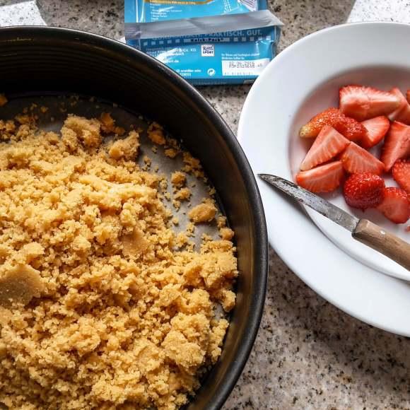 Frischkäsetorte mit Erdbeeren und Schokolade